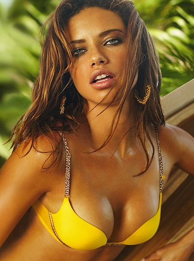 adrianna lima makeup. and Adriana Lima having a